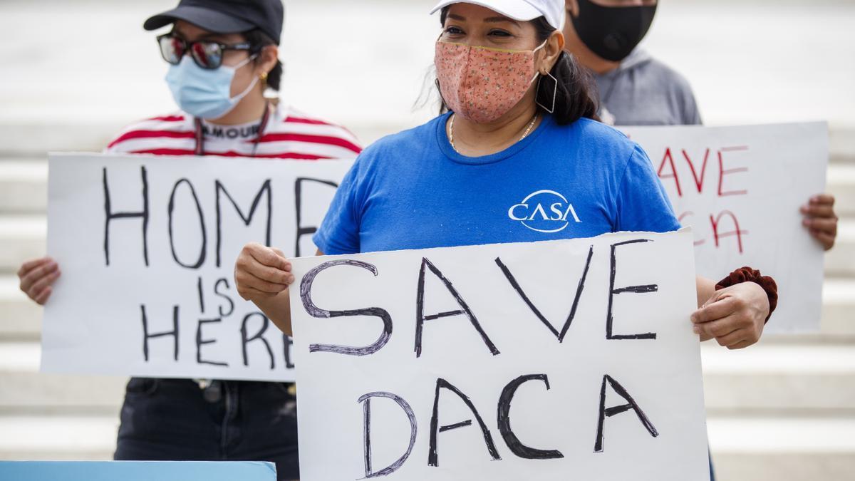 Un juez de Texas falla contra el beneficio migratorio DACA.