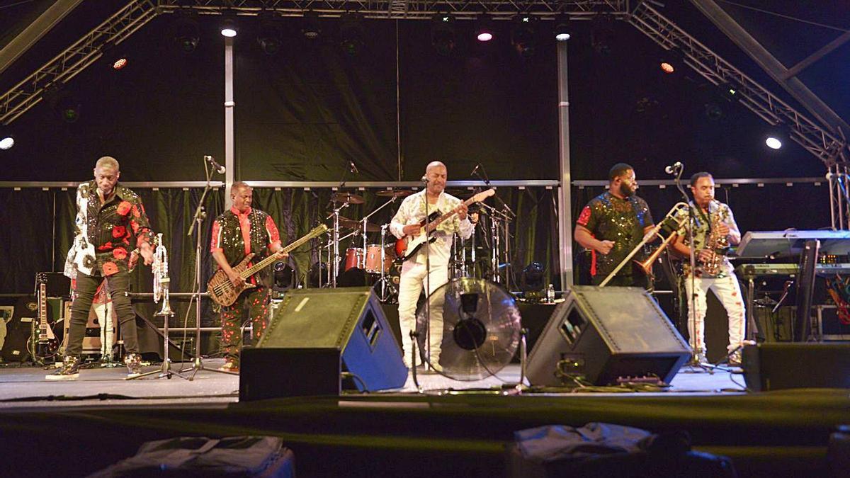 Port Adriano baila con Kool & The Gang   PORT ADRIANO