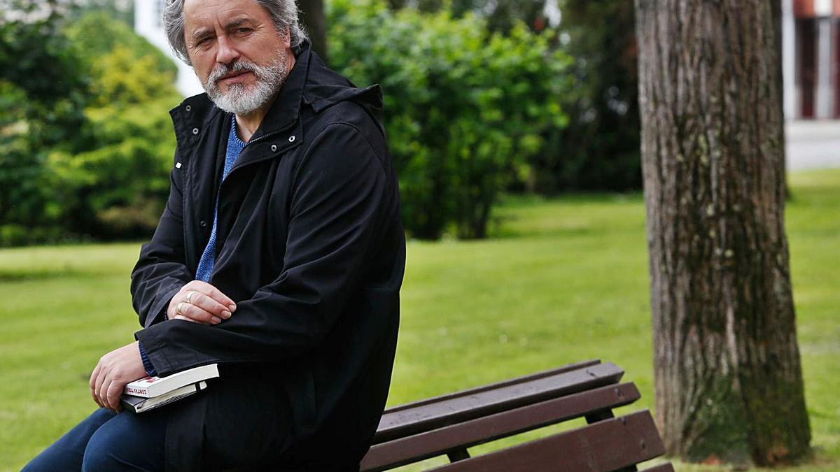 El escritor y periodista Manuel Rivas. |  // LUISMA MURÍAS
