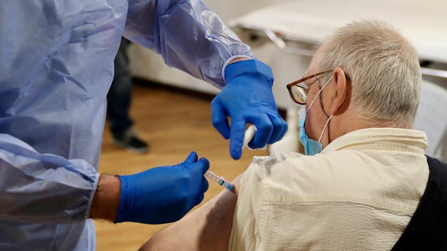 Asturias, a punto de recibir la segunda remesa de vacunas contra el coronavirus