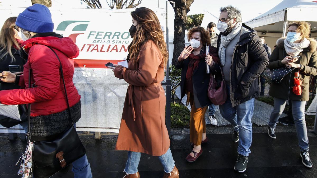 Puesto de vacunación en la estación de Termini, en Roma.