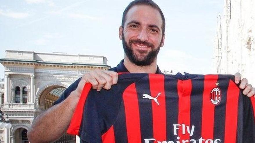 Higuaín dice adiós a la Juve y llega cedido al AC Milan