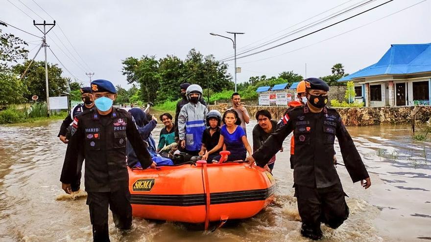 Las inundaciones en Indonesia y Timor Oriental dejan ya 157 muertos