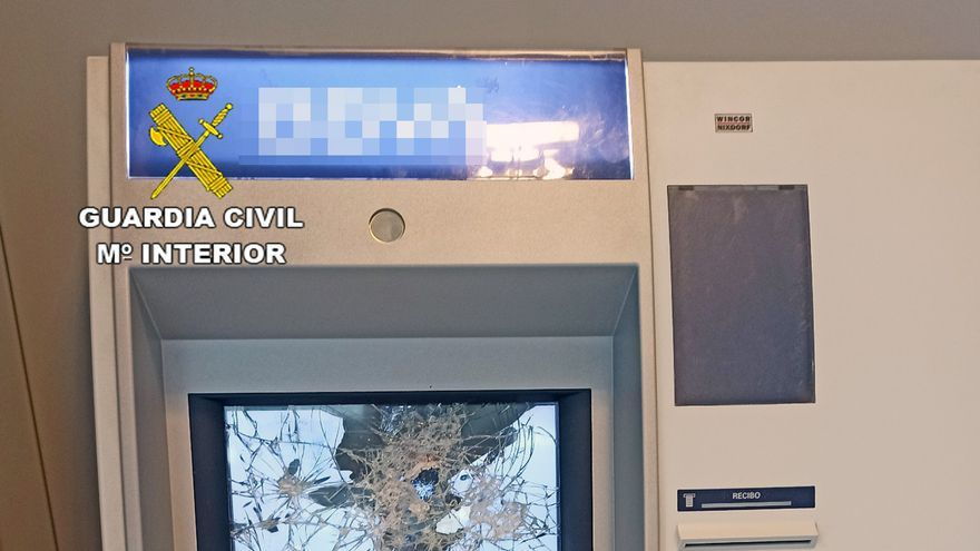 Detenido tras romper dos cajeros en Torre Pacheco para intentar sacar dinero