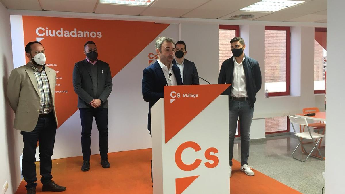 Guillermo Díaz, en rueda de prensa, junto al resto de miembros del comité ejecutivo de Cs Málaga.