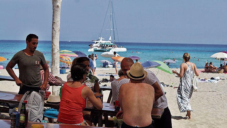 Illegal, alegal, ganz egal - Mallorcas unerlaubte Strand-Bars