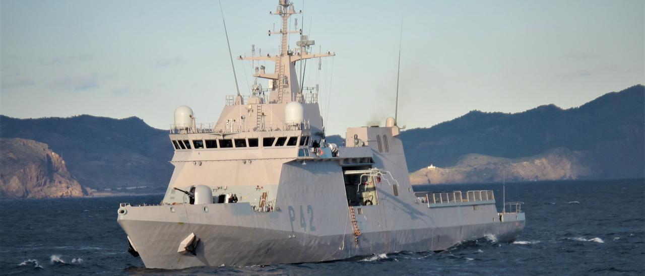El buque 'Rayo', durante unos ejercicios
