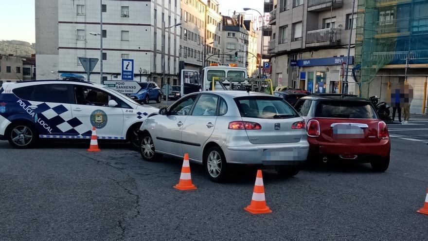 Un conductor da positivo en alcohol y drogas tras embestir a un vehículo en A Barca