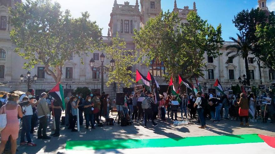 """Una protesta en València denuncia """"la limpieza étnica contra los palestinos"""": """"Si eres neutral, eres cómplice"""""""