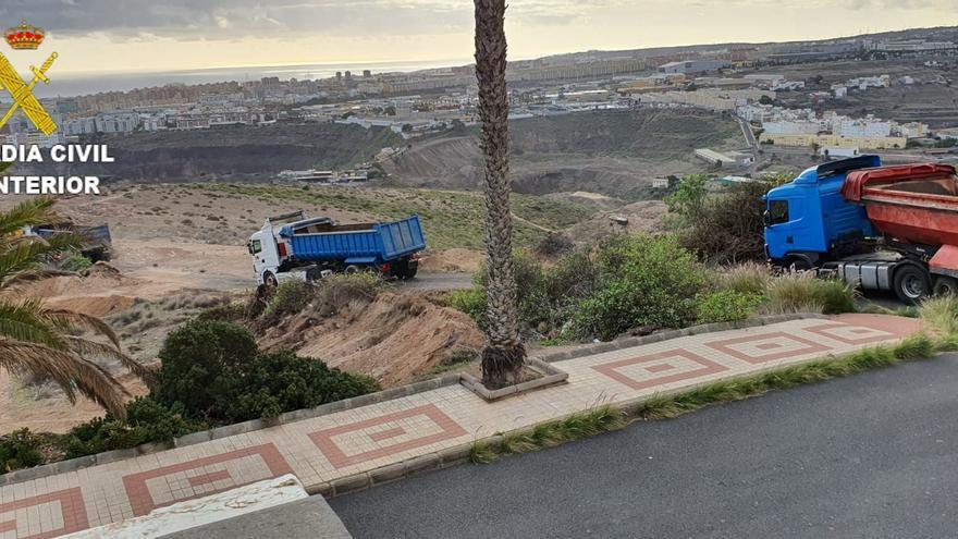 Detenida una persona y esclarecida una plaga de moscas por un vertedero de estiércol en Gran Canaria