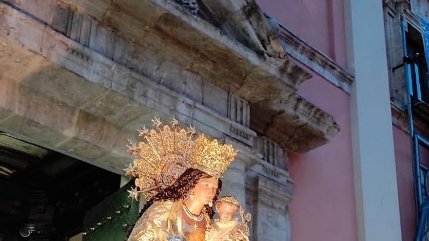 La Hermandad de Seguidores saca la imagen de la Virgen