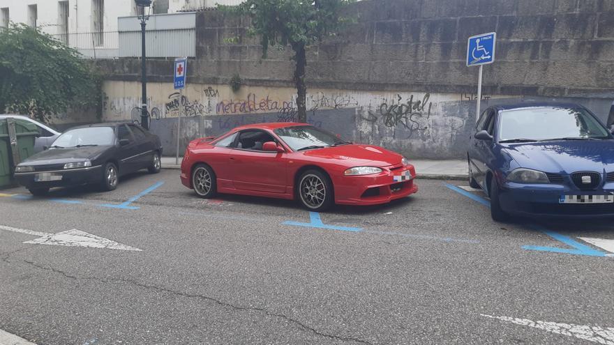 Mal aparcada frente al centro de salud: cuando el civismo brilla por su ausencia