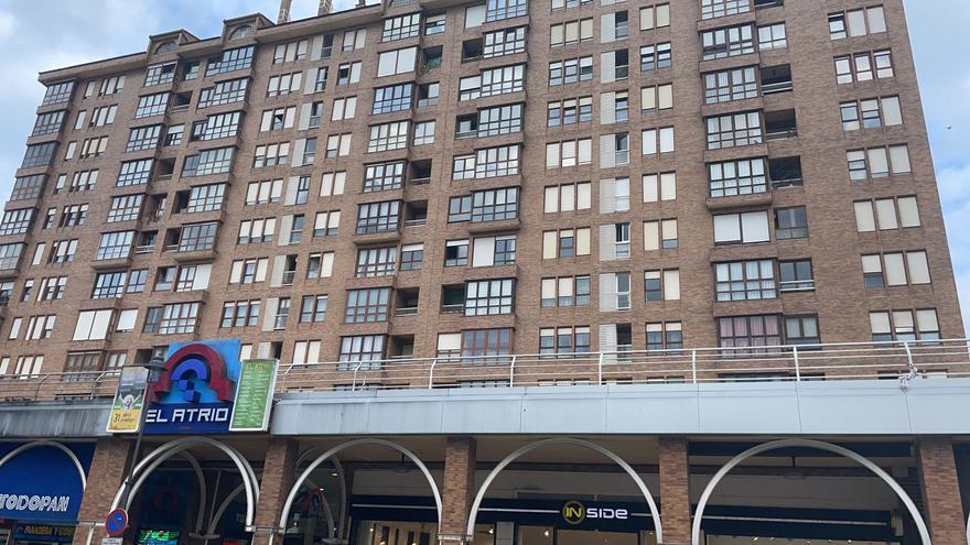 Investigan la muerte de una mujer que se precipitó desde un décimo piso en el centro de Avilés