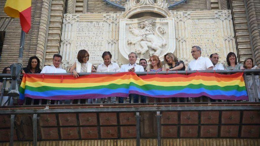 Un juzgado de Zaragoza declara contrario a derecho la colocación de la bandera LGTBI en el Ayuntamiento