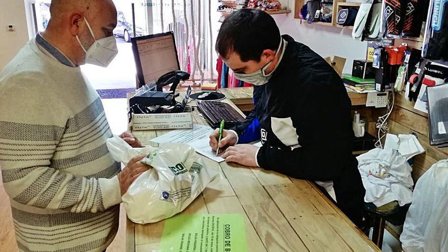 Varias tiendas deportivas colaboran en una campaña para el Banco de Alimentos