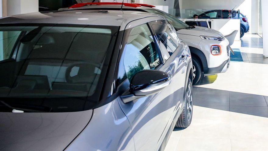 Las matriculaciones de coches caen casi un 48% en agosto, pero suben en el acumulado de todo el año