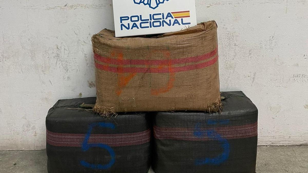 Fardos de hachís intervenidos en Algeciras.