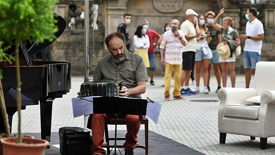 La música de piano y bandoneón toma las plazas del centro histórico