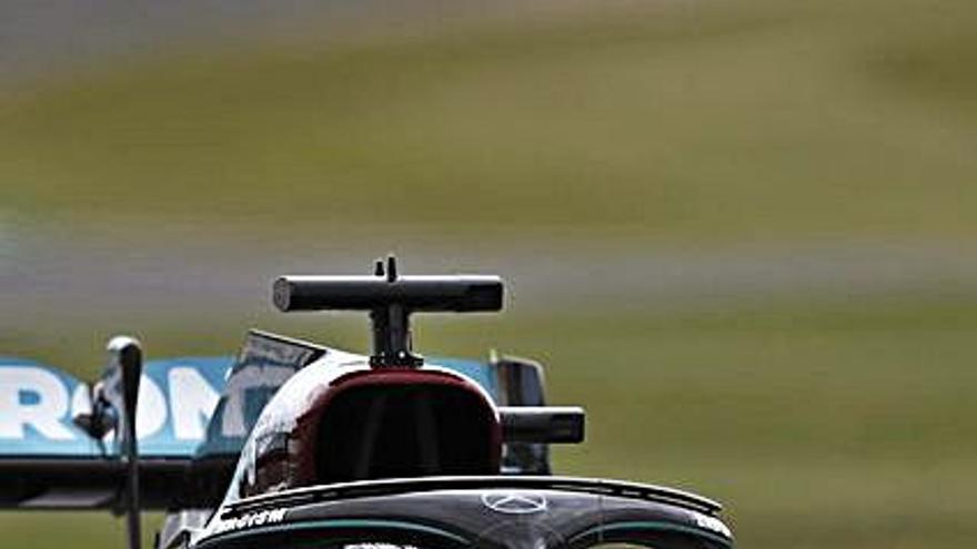 Los Mercedes dominan en Silverstone