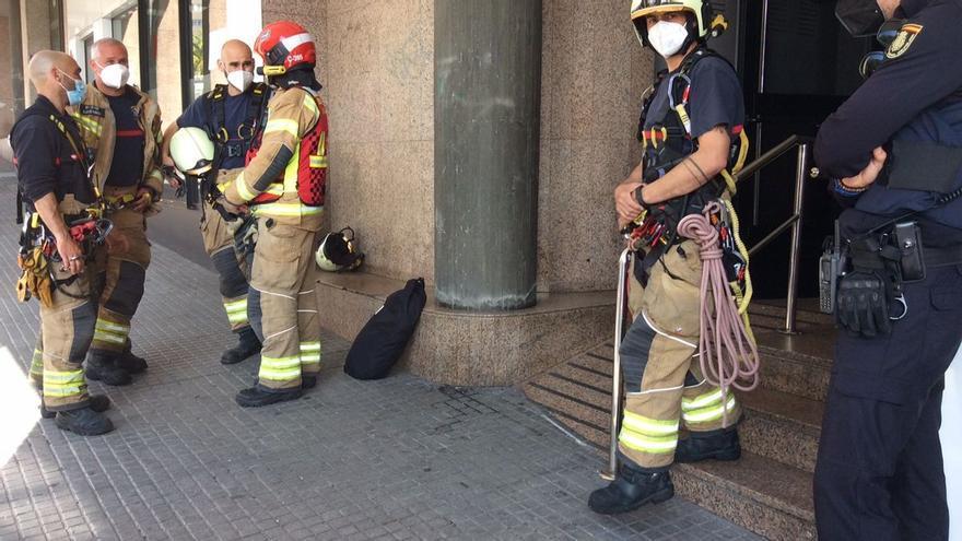 Un hombre apuñala a tres personas en A Coruña y amenaza con suicidarse