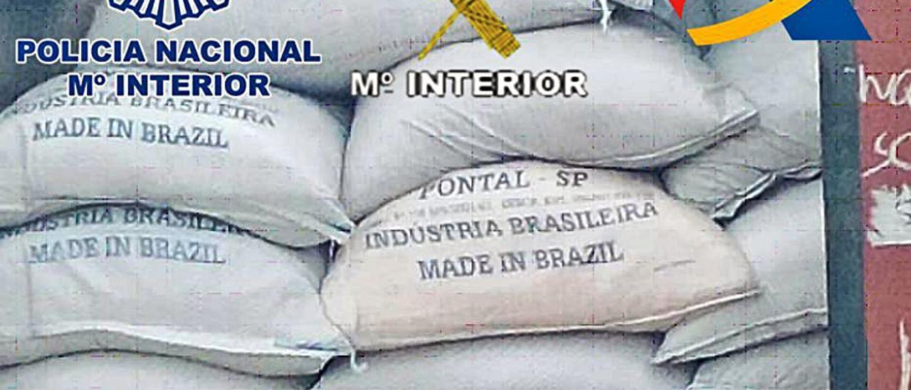 Parte del alijo de droga interceptado en Benín.     LP/DLP