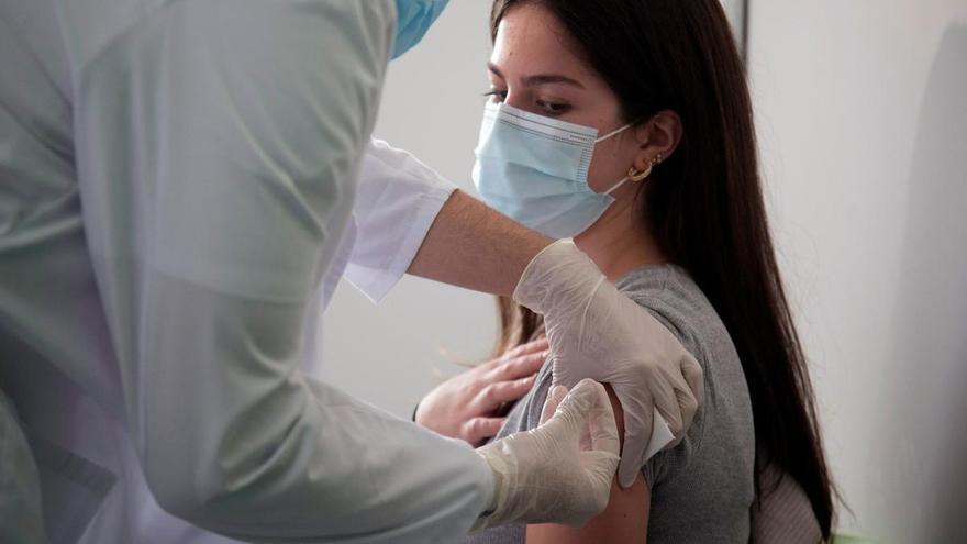 Los endocrinos aseguran que la vacuna de AstraZeneca es eficaz en diabéticos