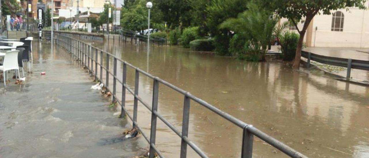 Inundaciones en Godella durante un episodio de fuertes precipitaciones. | L-EMV