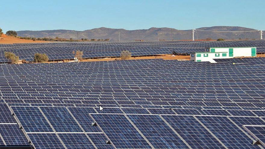 Los proyectos de parques solares de la C. Valenciana ocupan 5.000 campos de fútbol