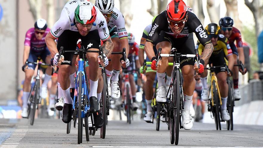 Caleb Ewan gana la quinta etapa del Giro y De Marchi sigue líder