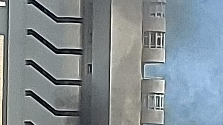 Un incendio eléctrico en un rascacielos de la Playa de San Juan obliga a confinar a los vecinos de varias plantas