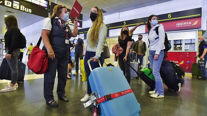 Las compañías aéreas tiran los precios para cazar a los turistas en verano