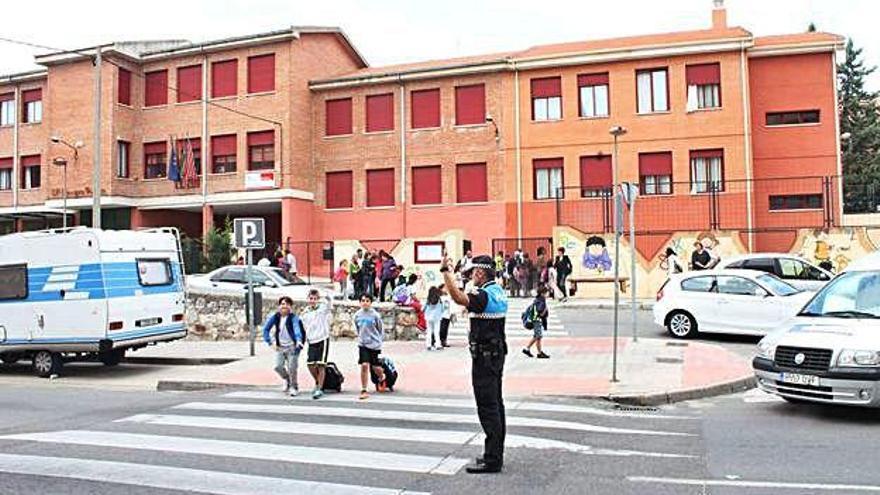 Tráfico ejecuta una campaña especial de vigilancia en el transporte escolar