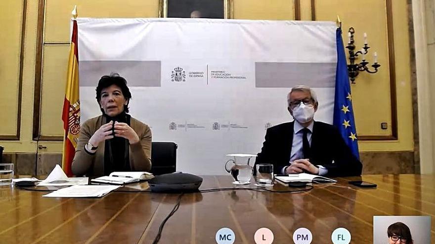 El Ministerio estudiará la demanda contra el modelo semipresencial