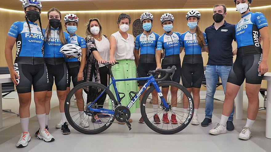 Recepción al club Farto, que participará en la Vuelta a España