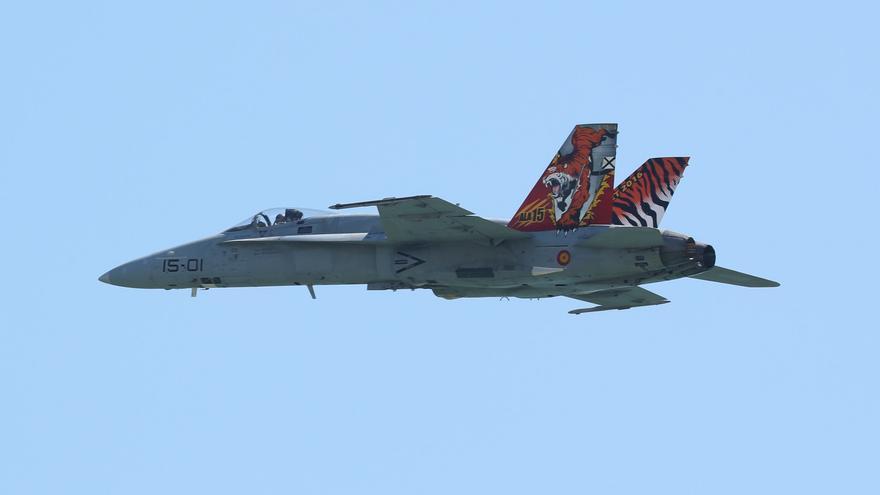 Un caza del Ejército del Aire sorprende a los vecinos de València y el área metropolitana