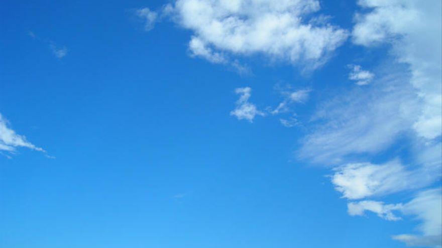 Cielos poco nubosos y una ligera calima en altura, este martes en Canarias
