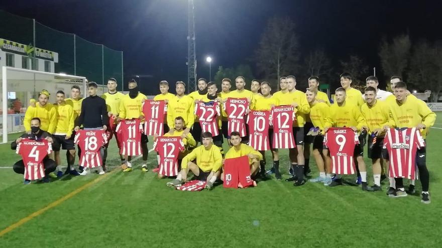 La plantilla del Cardassar se reparte las camisetas del Atlético