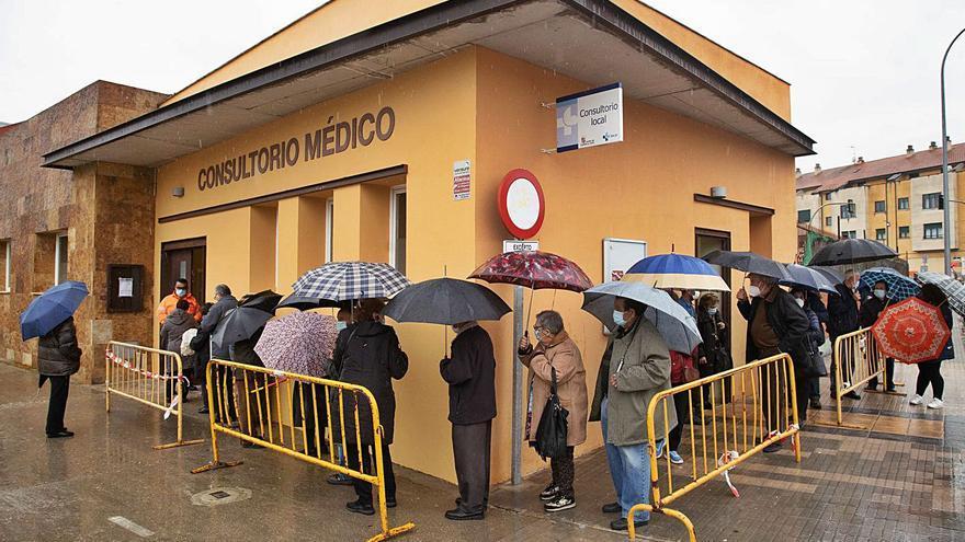 La lluvia condiciona la vacunación de 330 vecinos de 17 pueblos de Zamora en Morales del Vino