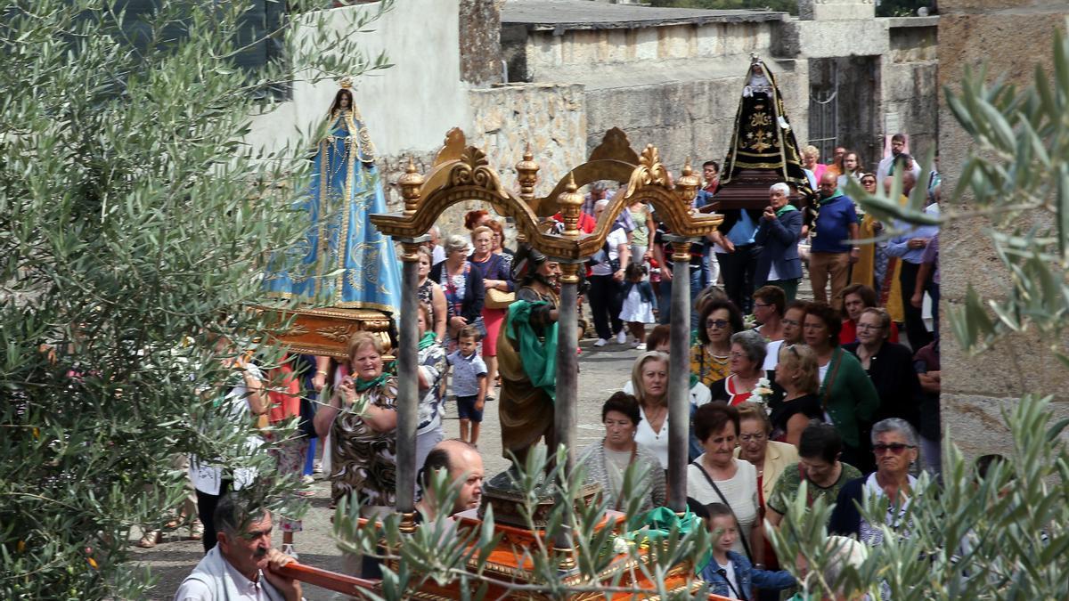 Foto de archivo de la procesión de las Fiestas de Candeán antes de la pandemia del coronavirus.
