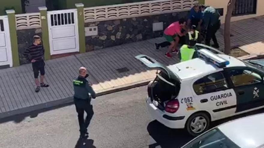 Detenido por segunda vez por escupir a guardias civiles mientras decía estar contagiado