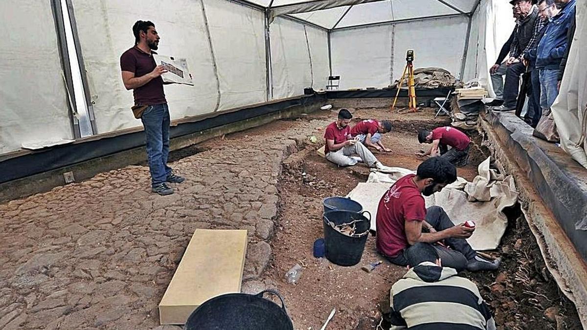 Uno de los espacios de excavación de la plaza de la Catedral. | | E.D.