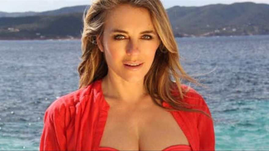 Famosos en Ibiza: el posado de Elizabeth Hurley en Tagomago