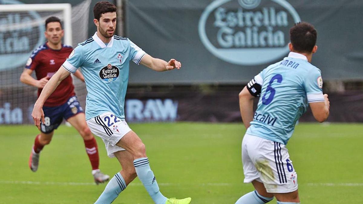 Diego Barri, junto a Diego Pampín, durante un partido del Celta B en Barreiro.  | HUGO BARREIRO