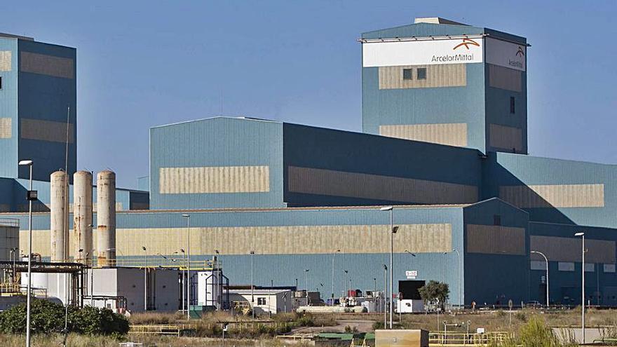 Los trabajadores de Arcelor recibirán una media de 800 euros por atrasos y mejoras