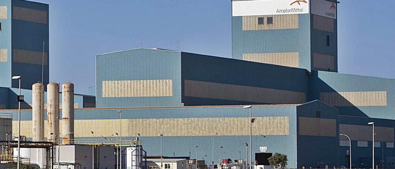 Planta de ArcelorMittal en Sagunt.   DANIEL TORTAJADA