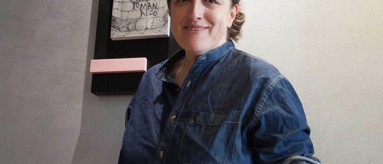 Nuria González, con el pixín.