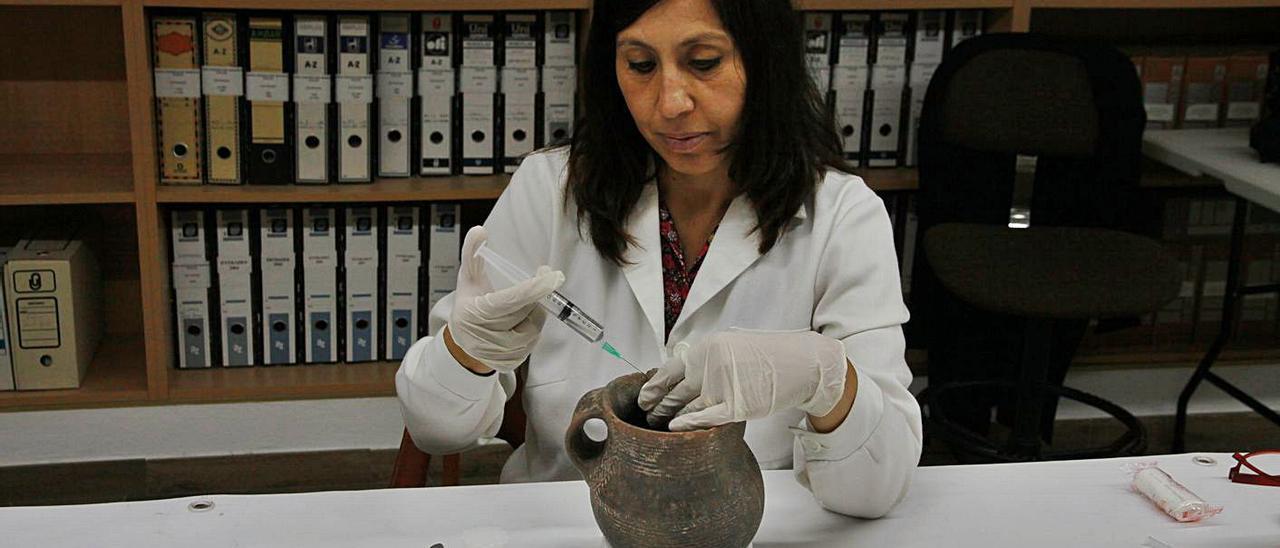 Proceso de restauración del Vas de l'Orant de la Cova de l'Or.   INFORMACIÓN