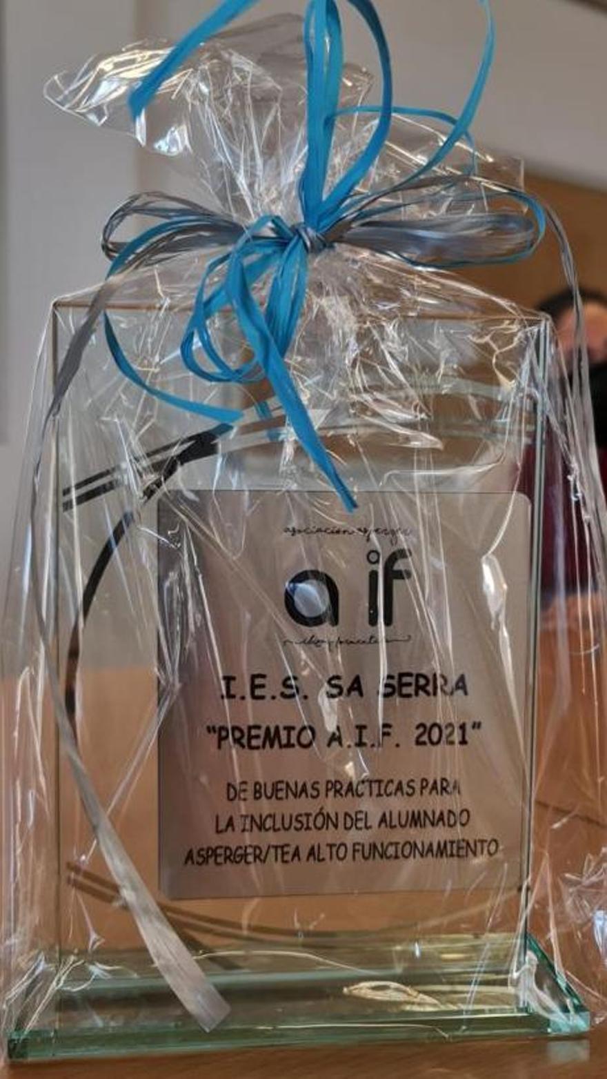 La placa entregada a Sa Serra