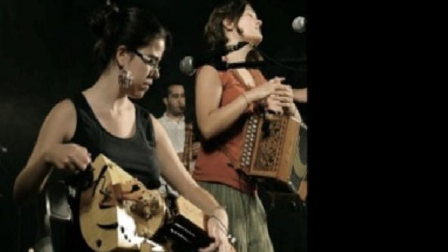 Aula Tradi: acordions / violins i flabiols E.M.M. de Besalú: La furgo viatgera