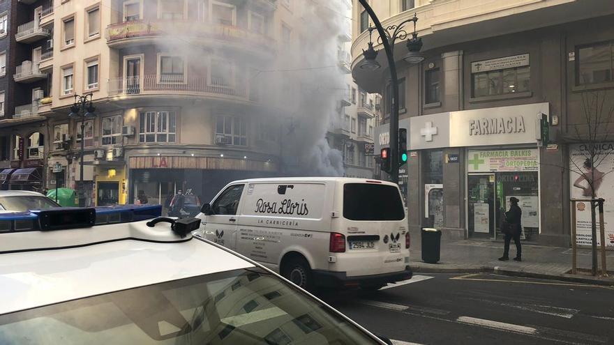 Incendio en una tienda de antigüedades en la calle Roger de Flor del barrio de Velluters en València